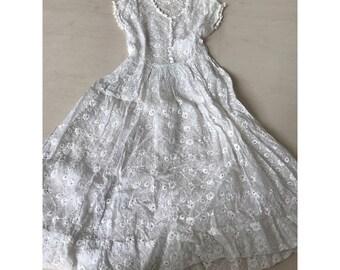 Beautiful 1940s/50s cotton lace dress
