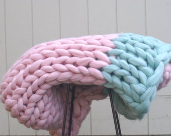 Chunky Blanket. 100% natural material. Merino wool. Giant knit. Bulky blanket. Merino wool throw. Hypoallergenic wool.