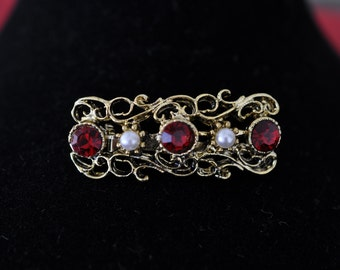 Vintage Red Stone Brooch, Filigree Gold Tone Setting, Red Brooch, Small Brooch, Vintage Brooch, Vintage Pin, Old Brooch, GS869