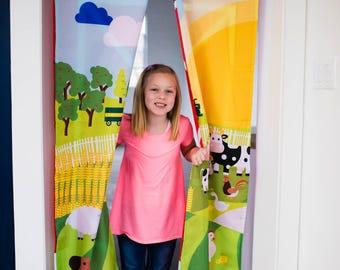Children's Doorway Curtain- Down on the Farm