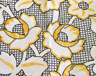 Linen tablecloth with embroidery - 1930s - Bohemian Fantastic linen tablecloth