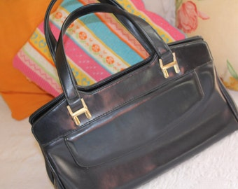 fine handbag 70s, best condition, rich in detail, darkblue