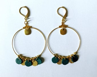The little ' small hoop earrings.