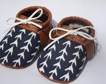 Baby moccasins// Toddler moccasins// Faux leather baby shoes// Vegan leather moccasins// Soft-soled baby shoes