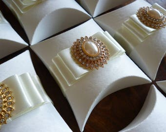 Ivory and gold pillow box favours.  Pack of 10