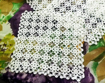 Set of 6 vintage crochet doilies - White