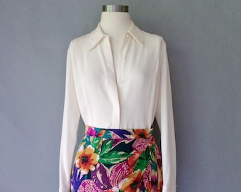 Vintage gorgeous embroidered 100% silk button down blouse/shirt/top size S/M