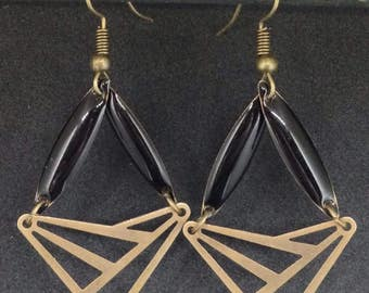 Earrings enameled sequin shuttle - triangle connector - modern - graphic