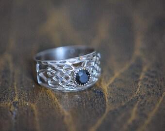 Black Gemstone Sterling Silver Filigree Style Band, US Size 6.75, Used Vintage Ring