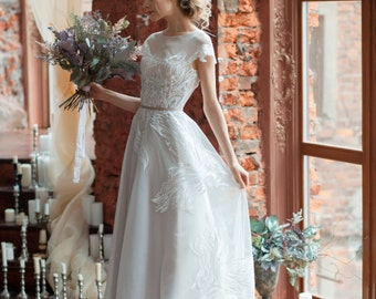 Lora / A-line wedding dress / Boned / Open back wedding dress / Covered shoulders / Short train