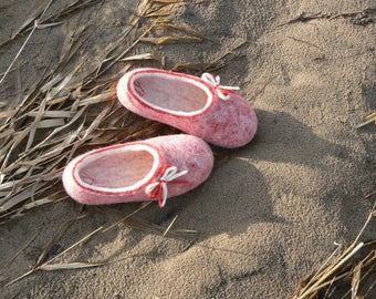 Felted slippers- Girls' wool slippers- Beautiful pink wool slippers- Felt slippers for Kids'
