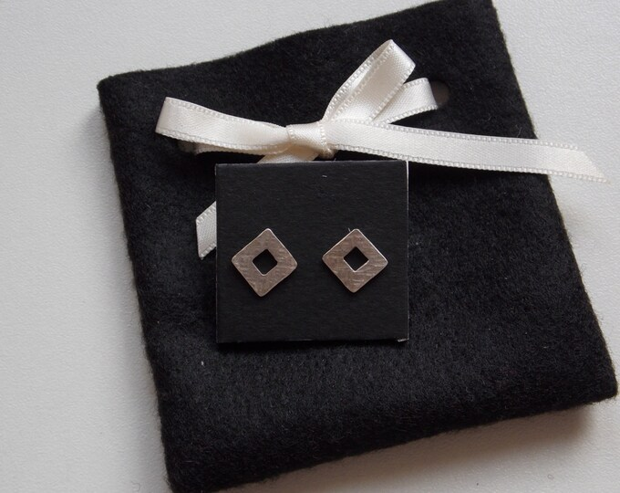 Square and pierced and hammered earrings in silver made by atelier axelle bijoux in France
