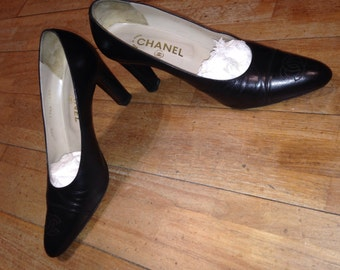 CHANEL - Pair of black leather shoes