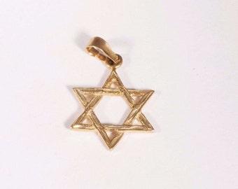 14k yellow gold Star of David Pendant, 1.3 grams