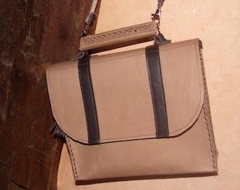 very elegant purse all leather