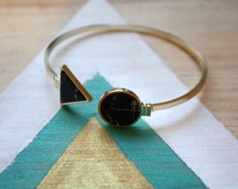 Bracelet jonc doubles | triangle et rond  faux marbre noir et blanc  | Cadeau original et mignon pour femme | Offrir pour soi | Anniversaire