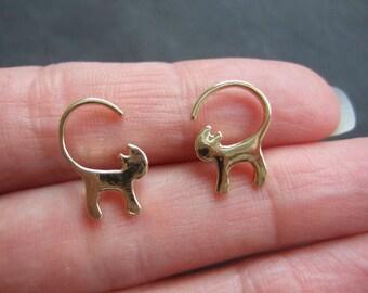Cute little kitten earrings, gold plated cat earrings, small cat earrings, kawaii cat earrings, cat outline matt finish, cat studs, gold cat