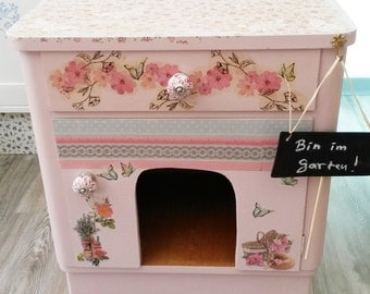 Sweet cat House in the wood cabinet berth