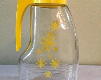 Vintage E-Z Por Corp. Yellow Starbust Flowers Juice Carafe
