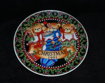 "1991 Enesco Lucy and Me ""Christmas 1991"" Christmas Plate by Lucy Rigg"