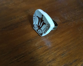 Brown filigree broken china adjustable ring