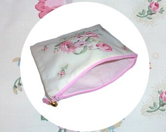 Gorgeous vintage fabric zip pouch with pink cotton lining pink zip and faux leather tassel