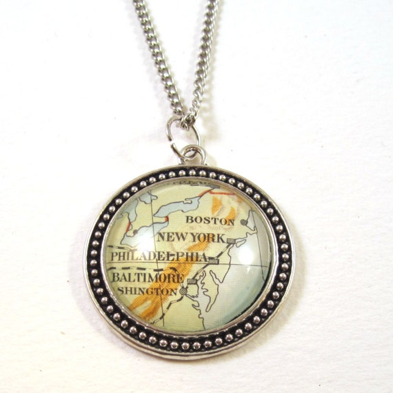 World map necklace - America variations 30 mm