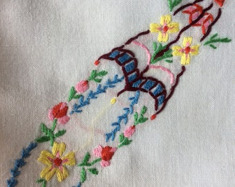 Tea table linen / embroidered
