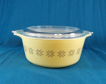 Pyrex Vintage Town and Country Pattern Casserole 1.5 pint #11 with lid