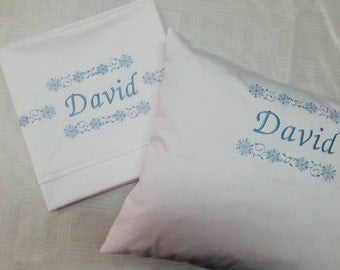 Personalized embroidered bed linen for children