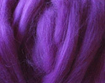 Merino Wool top fibre, dyed purple roving, 100g, Needle felting, wet felting, spinning, purple