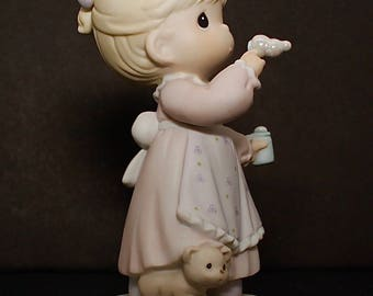 """Precious Moments """"Memories Are Made Of This"""" - 1994 Events Figurine - Girl Blowing Bubbles, Cat At Her Feet"""
