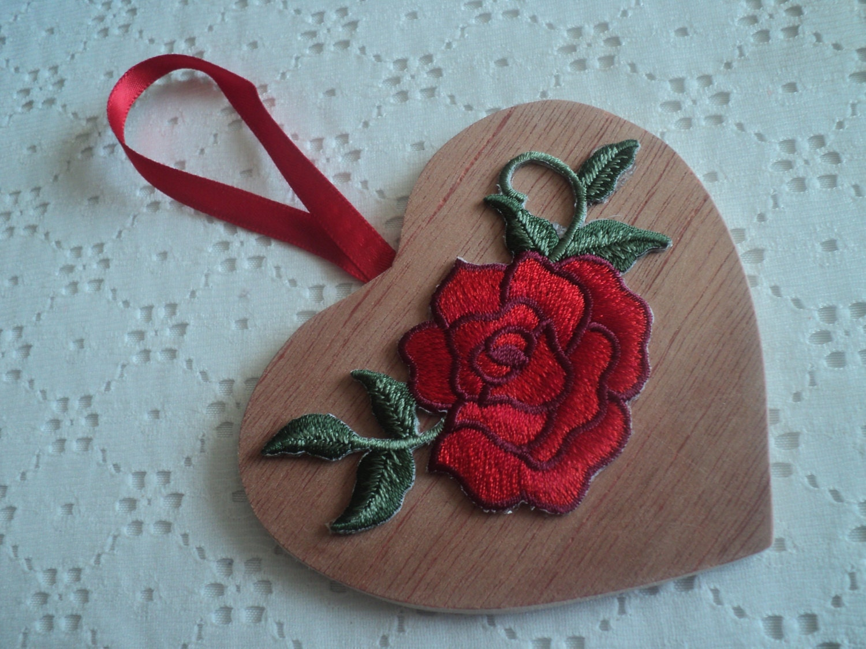 Ornament wooden heart rose
