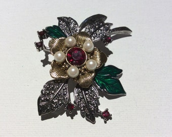Avon Christmas Brooch