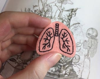 Hand-Embroidered Anatomical Pin/Brooch - Lungs