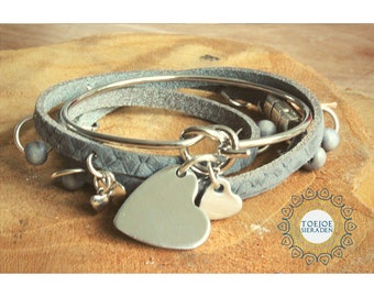 Bracelets with charms set text