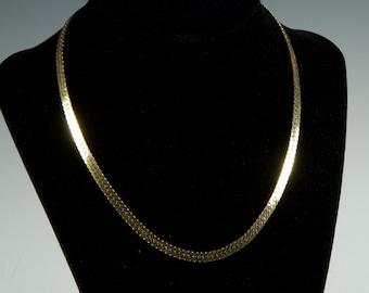 Vintage 70s Classic flat chain goldtone necklace.