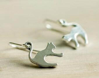 Antique silver cat earrings | Sterling silver small kitten earrings | Kitschy cute dainty animal earrings | Cat lover gift | Hypoallergenic