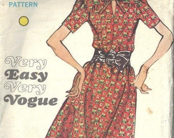 "1970s Vintage VOGUE Sewing Pattern B36"" DRESS (1716)  By Jo mattli"