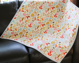 Handmade baby Quilt, Crib quilt, Baby play mat, Baby bedding, Bird print, Whole cloth quilt, Floral