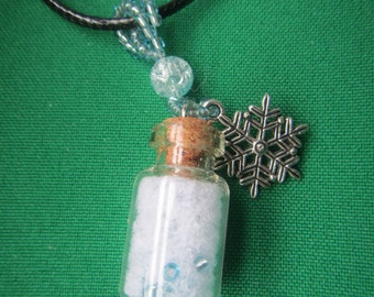 eternale snow vial necklace