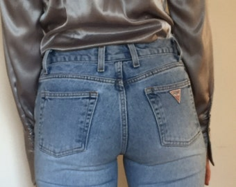 90s light wash high waisted Guess jeans size 0 2  Waist 25