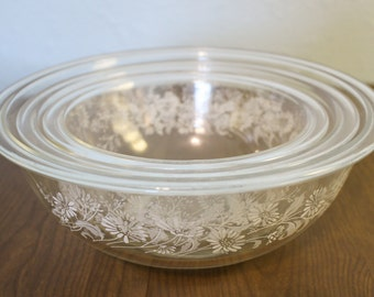Pyrex Clear Colonial Mist Nesting Mixing Bowl Set ~ Bowls 322, 323, and 325 ~ Clear Glass Mixing Bowls With White Flowers ~ Three Bowls