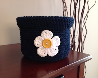 Medium crochet basket with flower appliqué