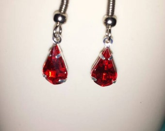 Blood drop earrings made of crystal glass