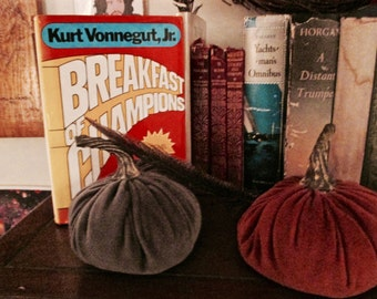 SOLD - Vingtage book famous classic Breakfast of Champions / Goodbye Blue Monday! First edition 1973, Sci-fi defining work, old 70's style