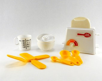Vintage Betty Crocker Children's Kitchen Toys - Betty Crocker Toaster, Measuring Spoons, Bowls & Measuring Cup - Chilton Toys