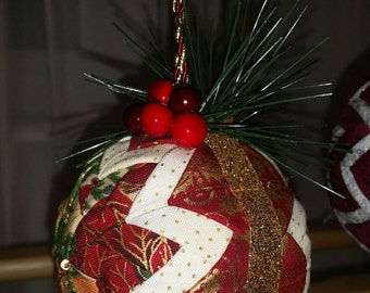 Small quilted Christmas ornament.
