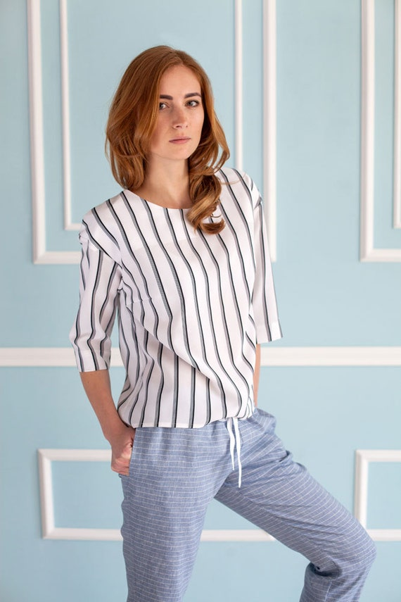 loose top with black stripes