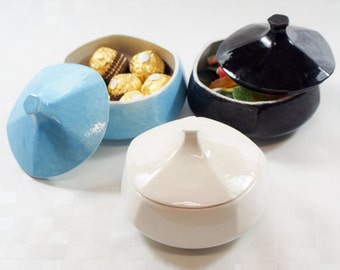 COCOBOO - Ceramic small container with the shape of a pumpkin. Ready to send.